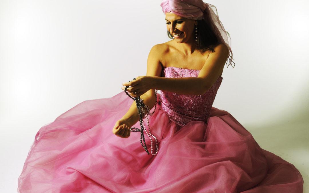 Lucina Lanzara, cantautrice e maestra di emozioni