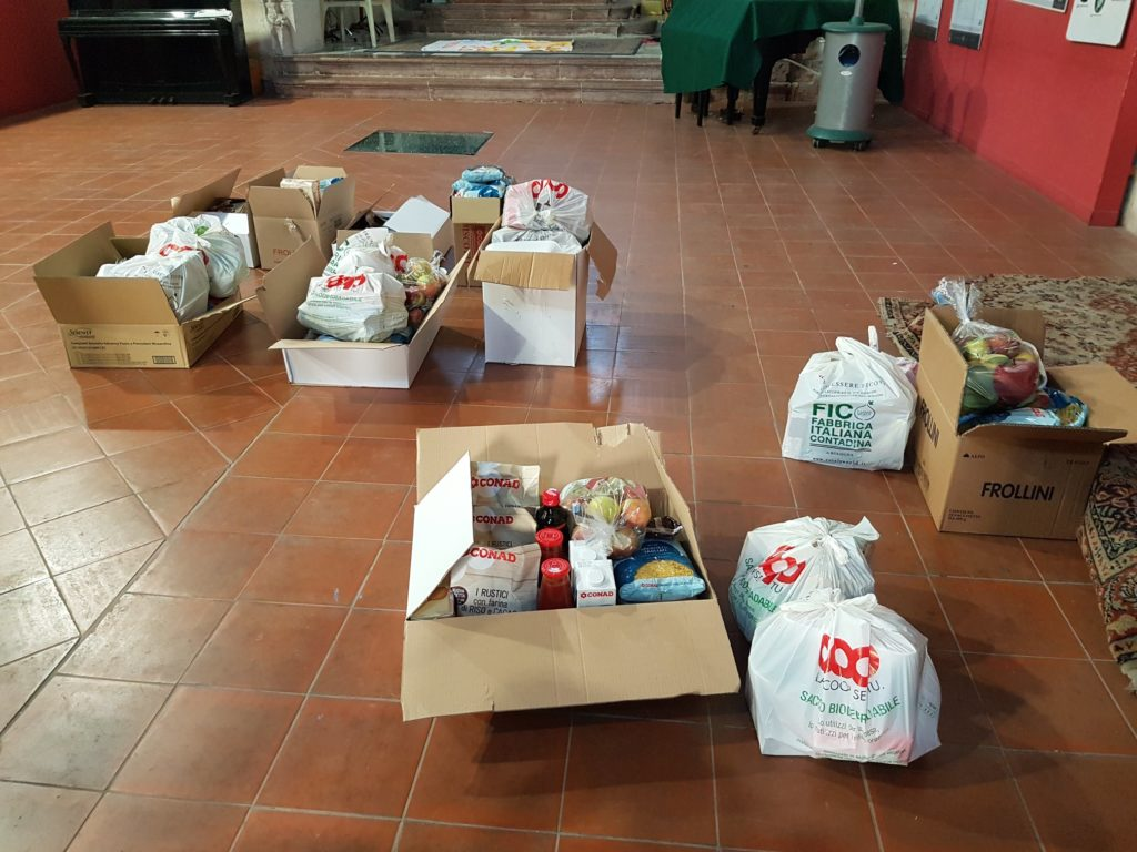 Generi alimentari che i Volontari del Parco del Sole recapiteranno ai bimbi in quarantena