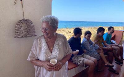 Auguri a Teresa, donna, moglie, madre, sorella, zia, nonna!